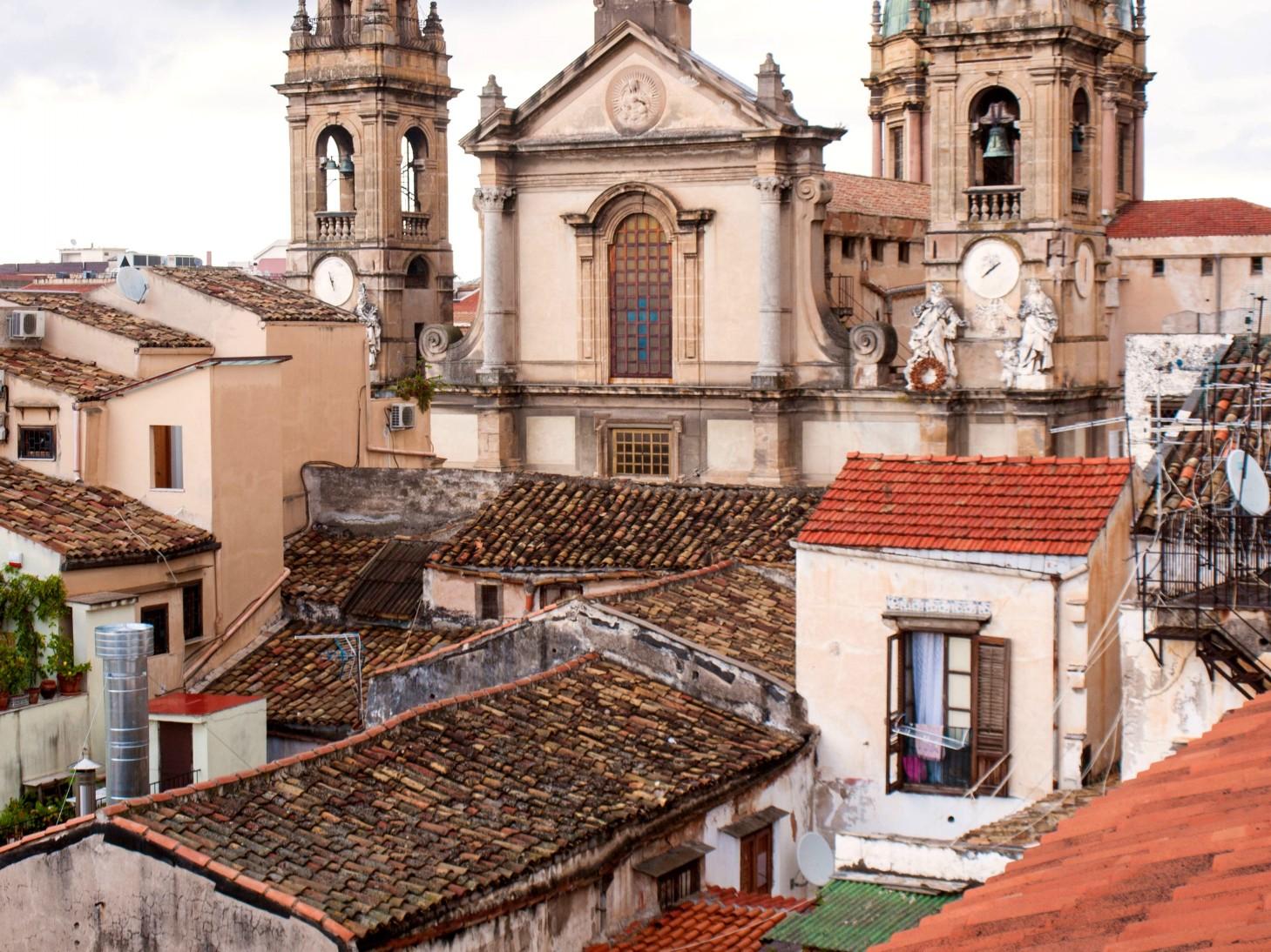 widok z naszego tarasu na dachu