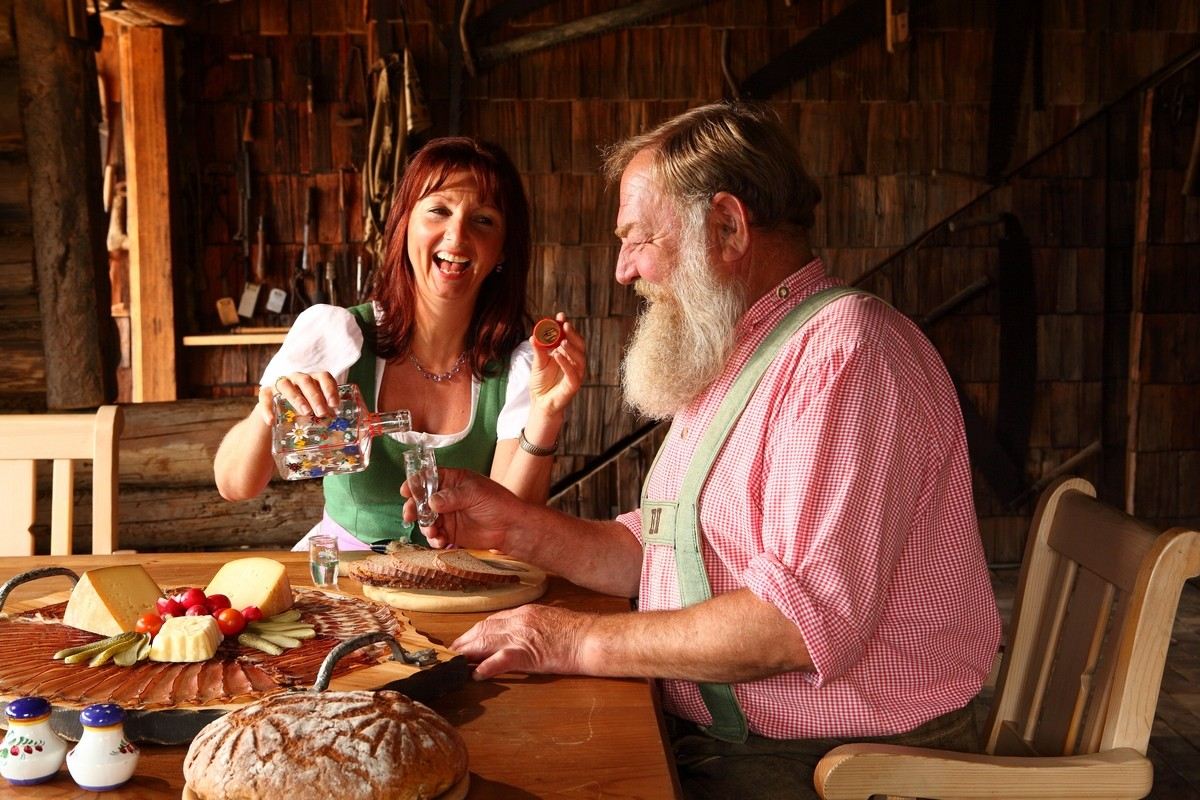Kulinarik Bretteljause und Schnaps_Cuisine in Zell am See-Kaprun with Schnaps_(c) Sochor