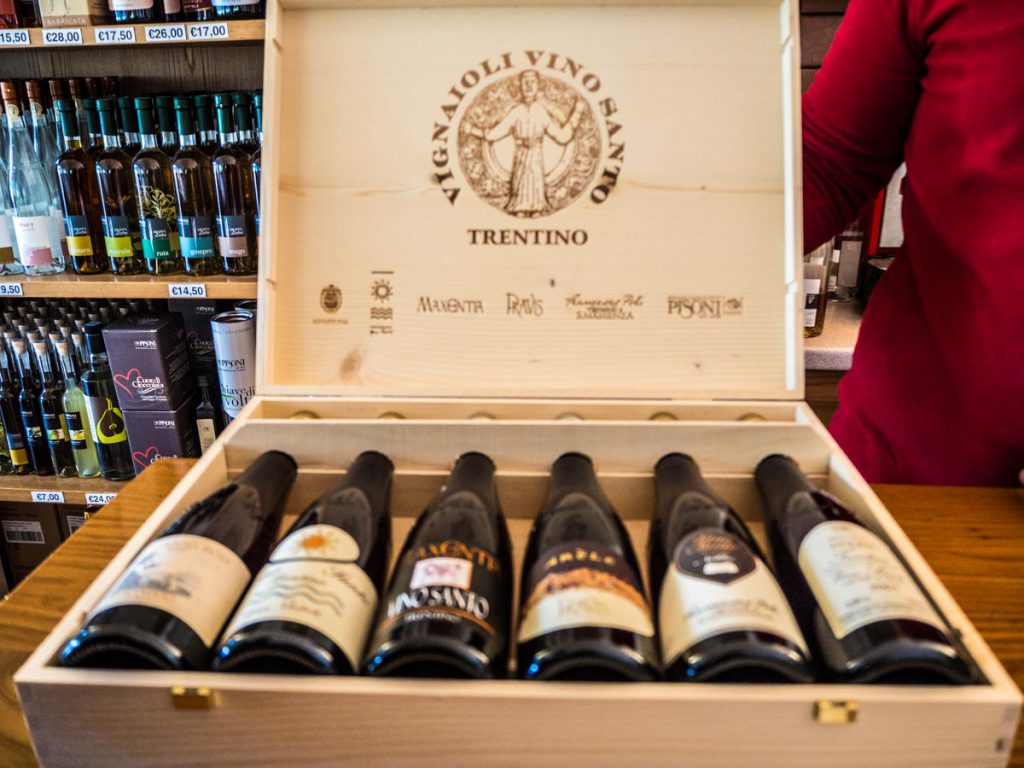 6 butelek Vino Santo od 6 producentów z doliny. Och, jak bardzo chcę to na prezent!