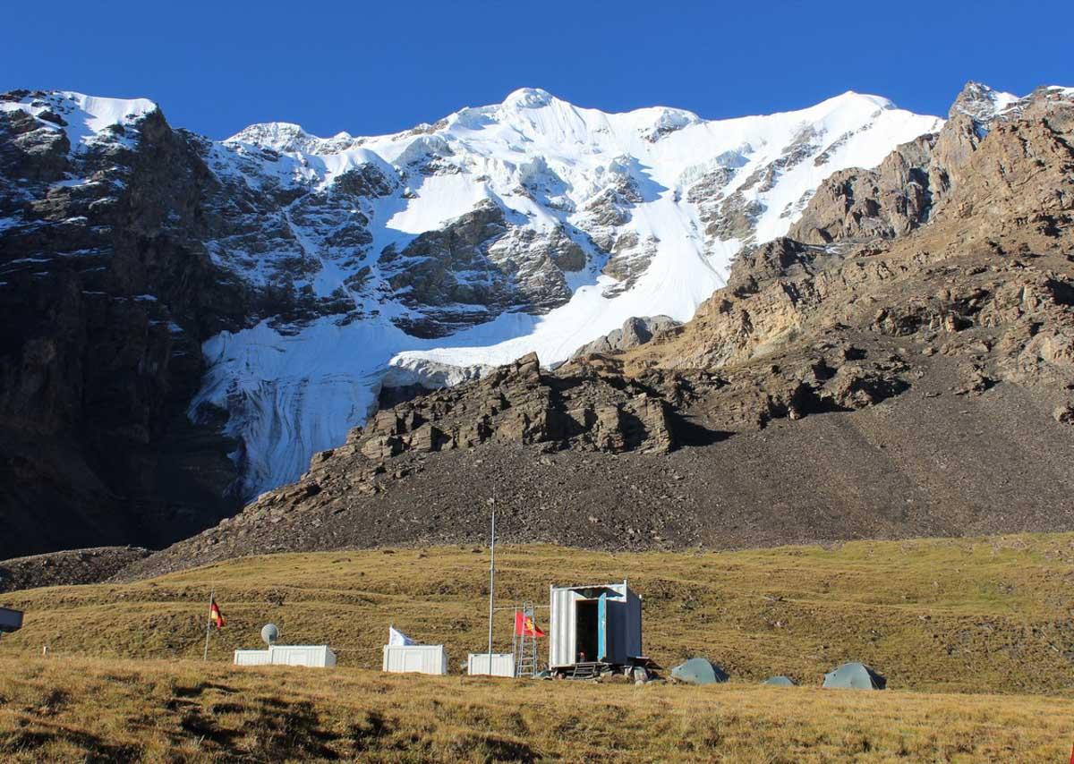 obóz badawczy pod Chan Tengri
