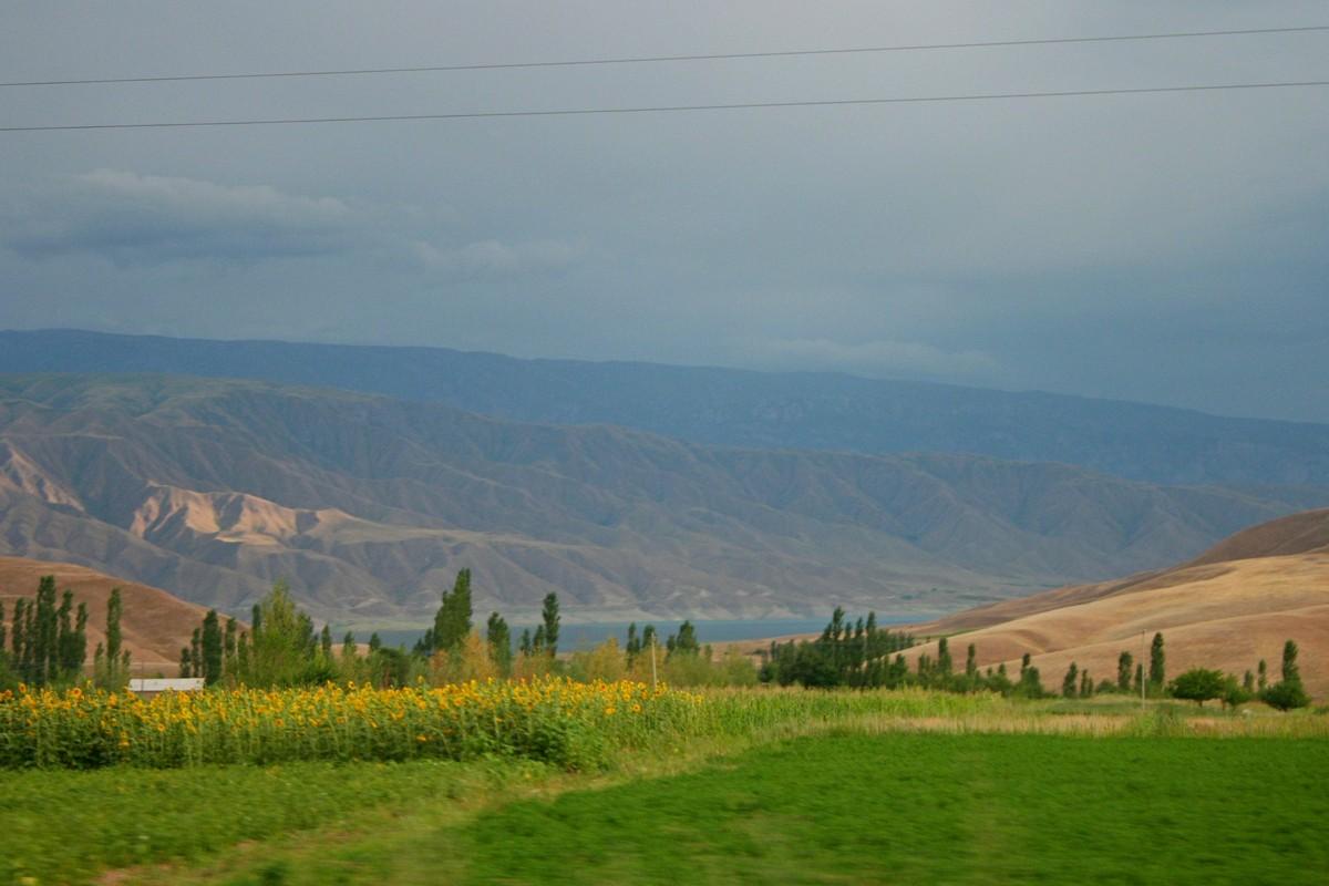 Toktogul - jezioro Kirgistan (1)