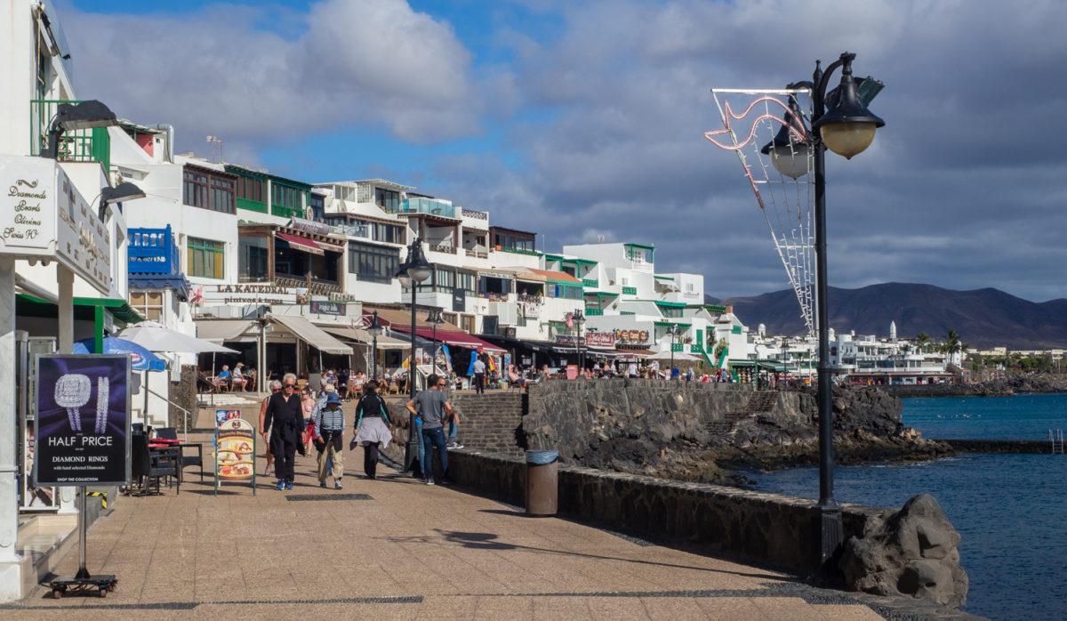 Playa Blanca promenada