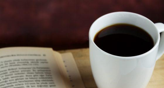 10 książek, które warto czytać we włoskim barze