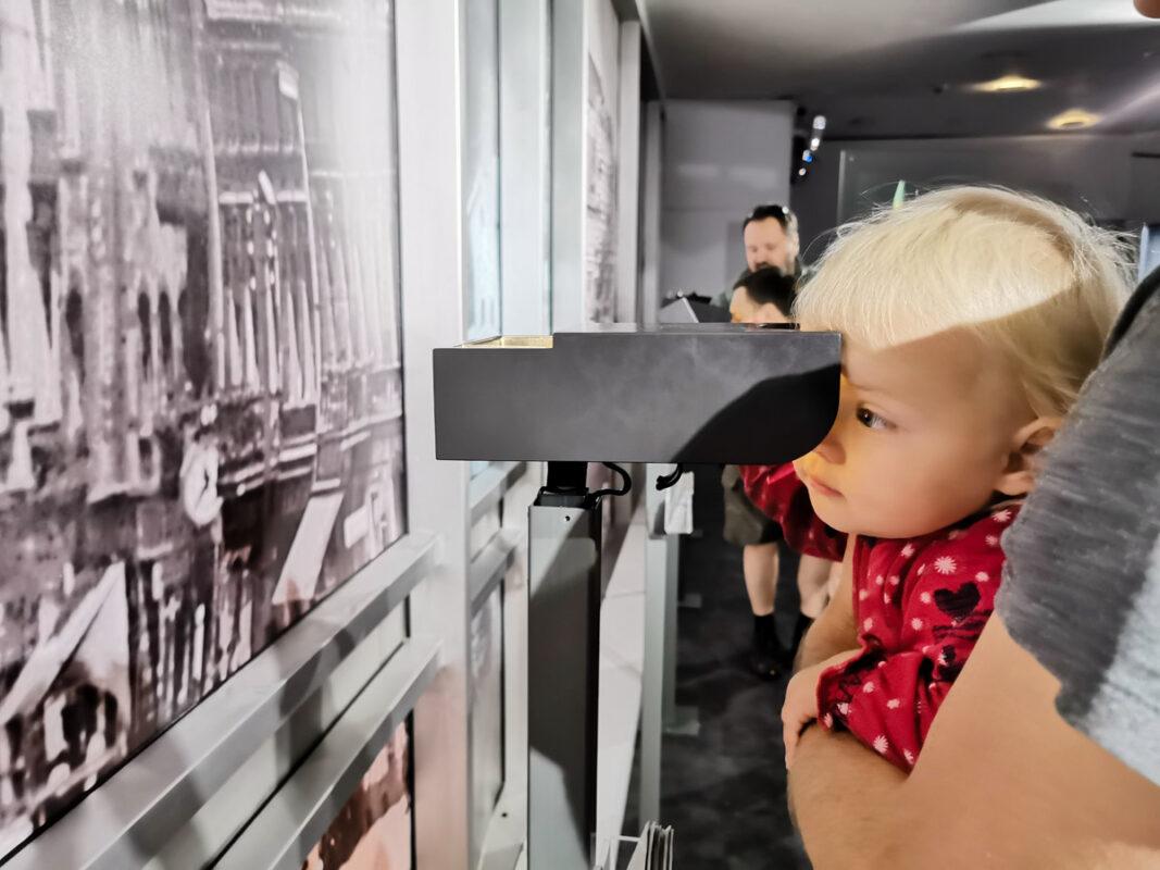 muzeum początków państwa polskiego z dzieckiem