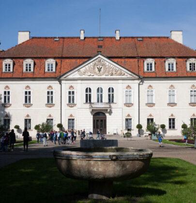 Najpiękniejsze parki i pałace w okolicach Warszawy.